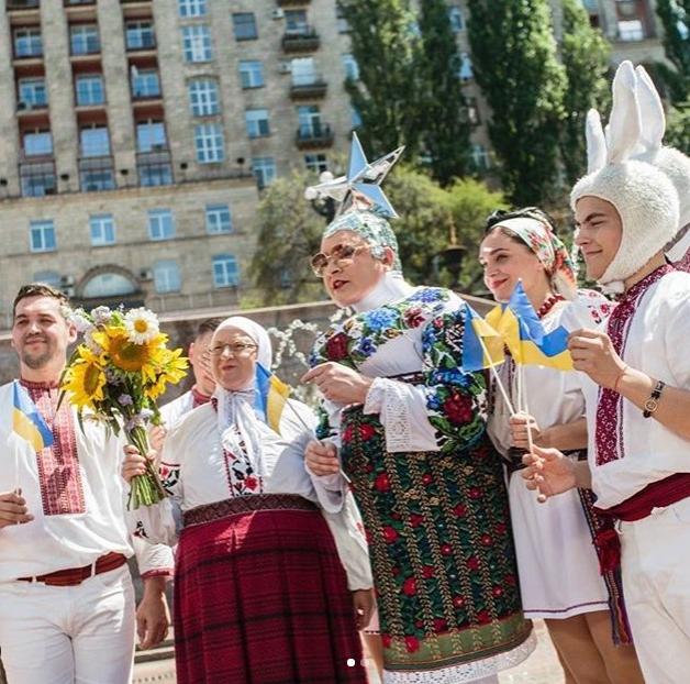 Вєрка Сердючка зі своїм колективом