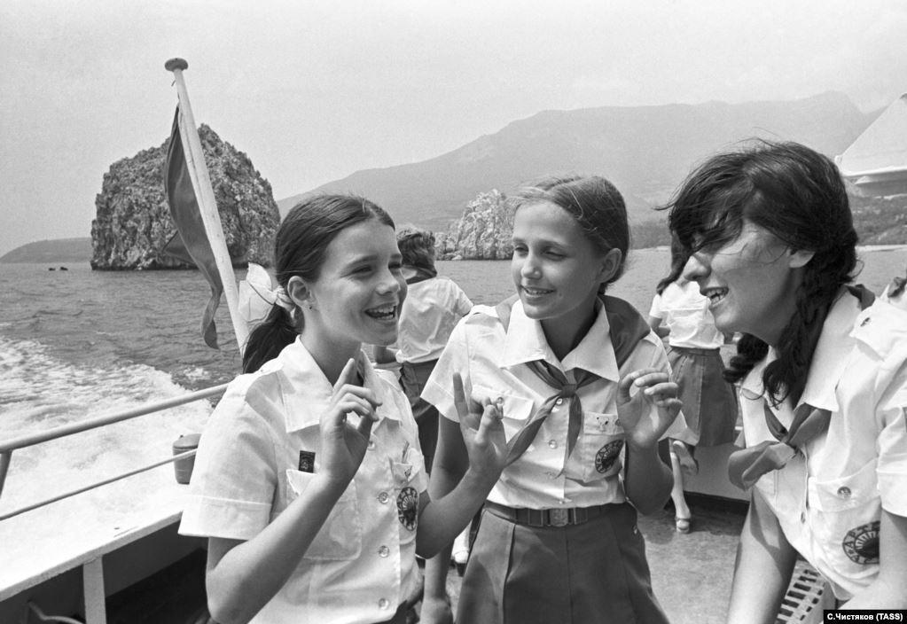 """В 2015 году на открытии выставки в память о Саманте Смит в музее штата Мэн Наталья Каширина-Росстон так вспоминала о лете 1983-го: """"За три безумных дня, которые Саманта провела в """"Артеке"""", мы узнали, что у нас много общего. Обе любили плескаться в море и нырять по хорошей галькой и ракушками, обе думали, что мальчики – шкодники, обе любили животных и не любили еду в столовой"""""""