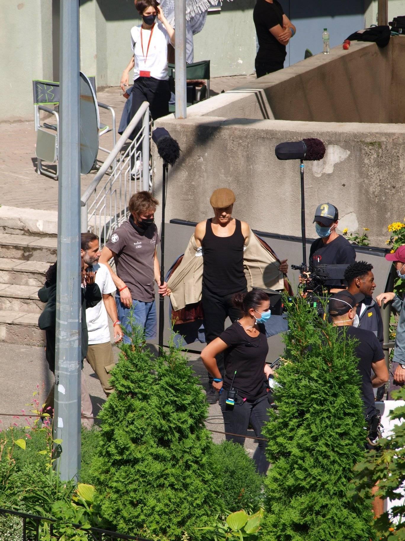 В сети появились фото со съемок боевика, где главную роль сыграет Ван Дамм