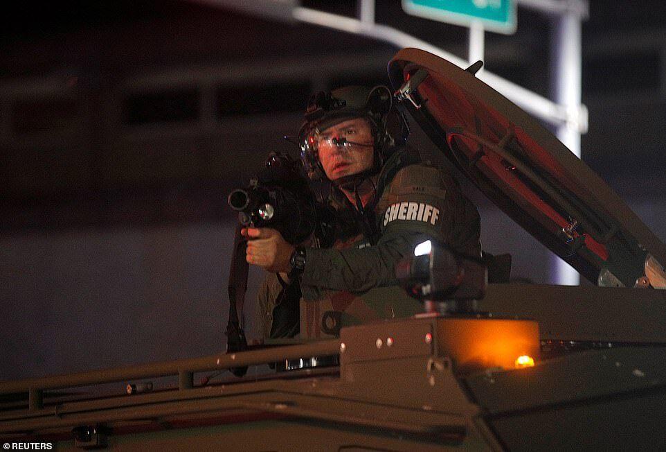 Силовики резиновыми пулями стреляли по протестующим после того, как они проигнорировали приказ очистить территорию