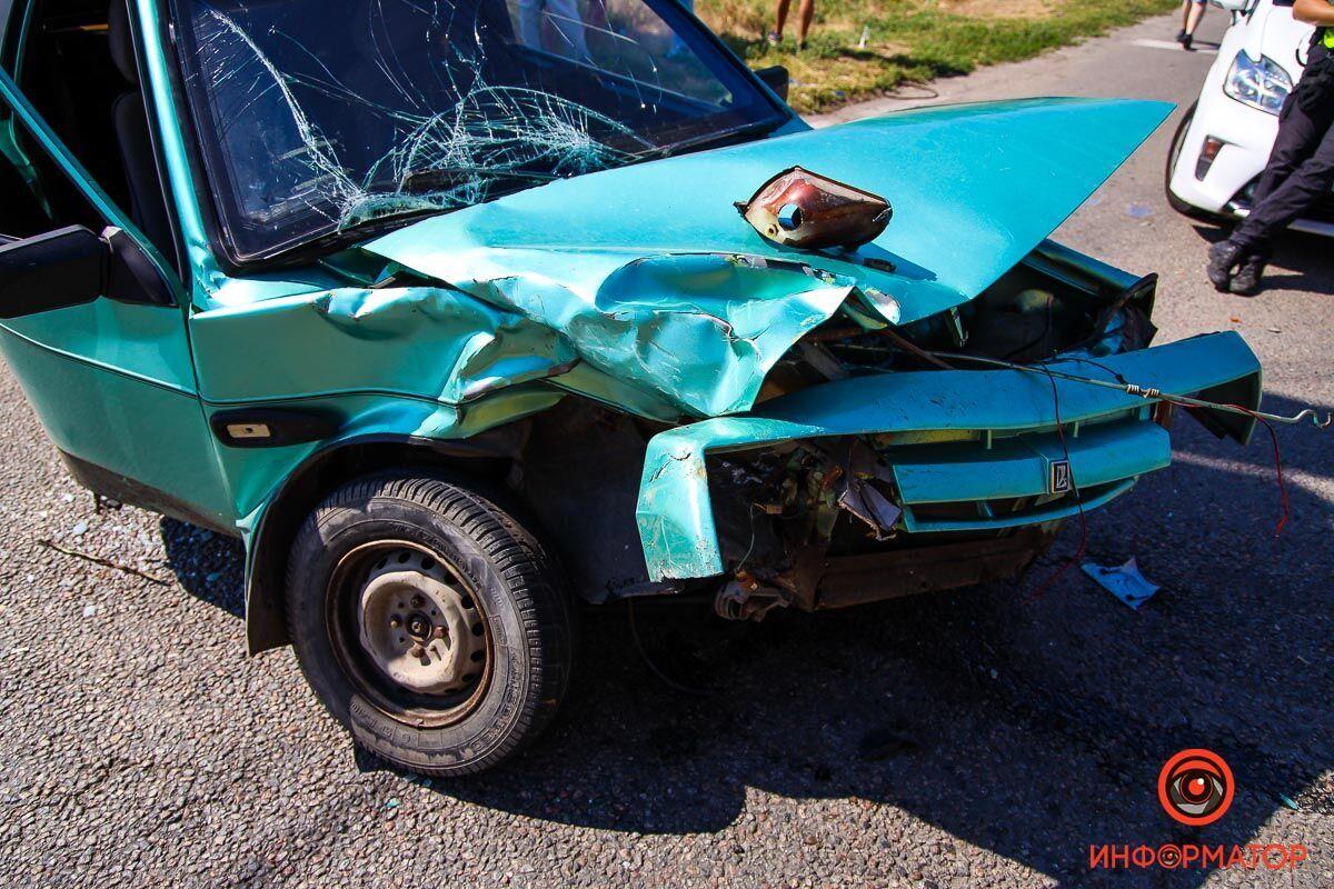 Автомобіль ВАЗ розвернуло поперек дороги