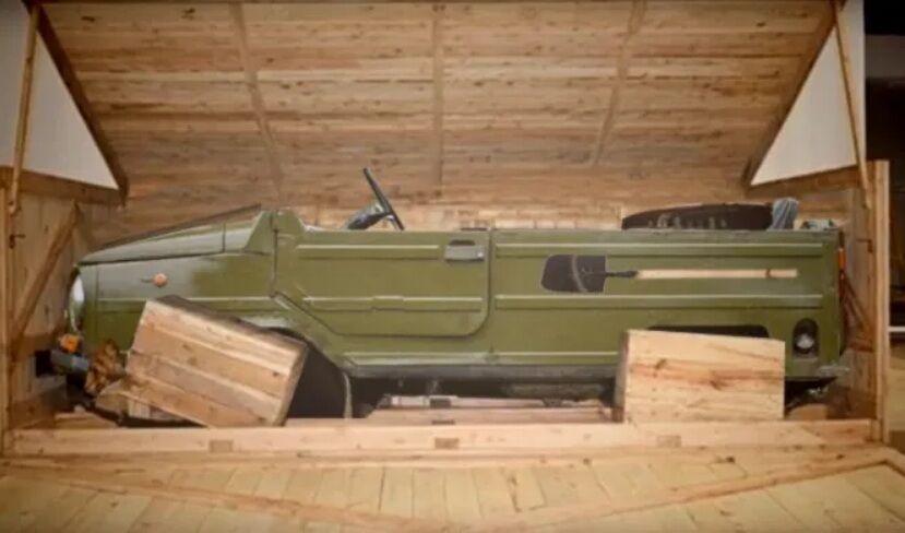 ЛуАЗ-969М розібрали по частинах і склали набір в коробку.