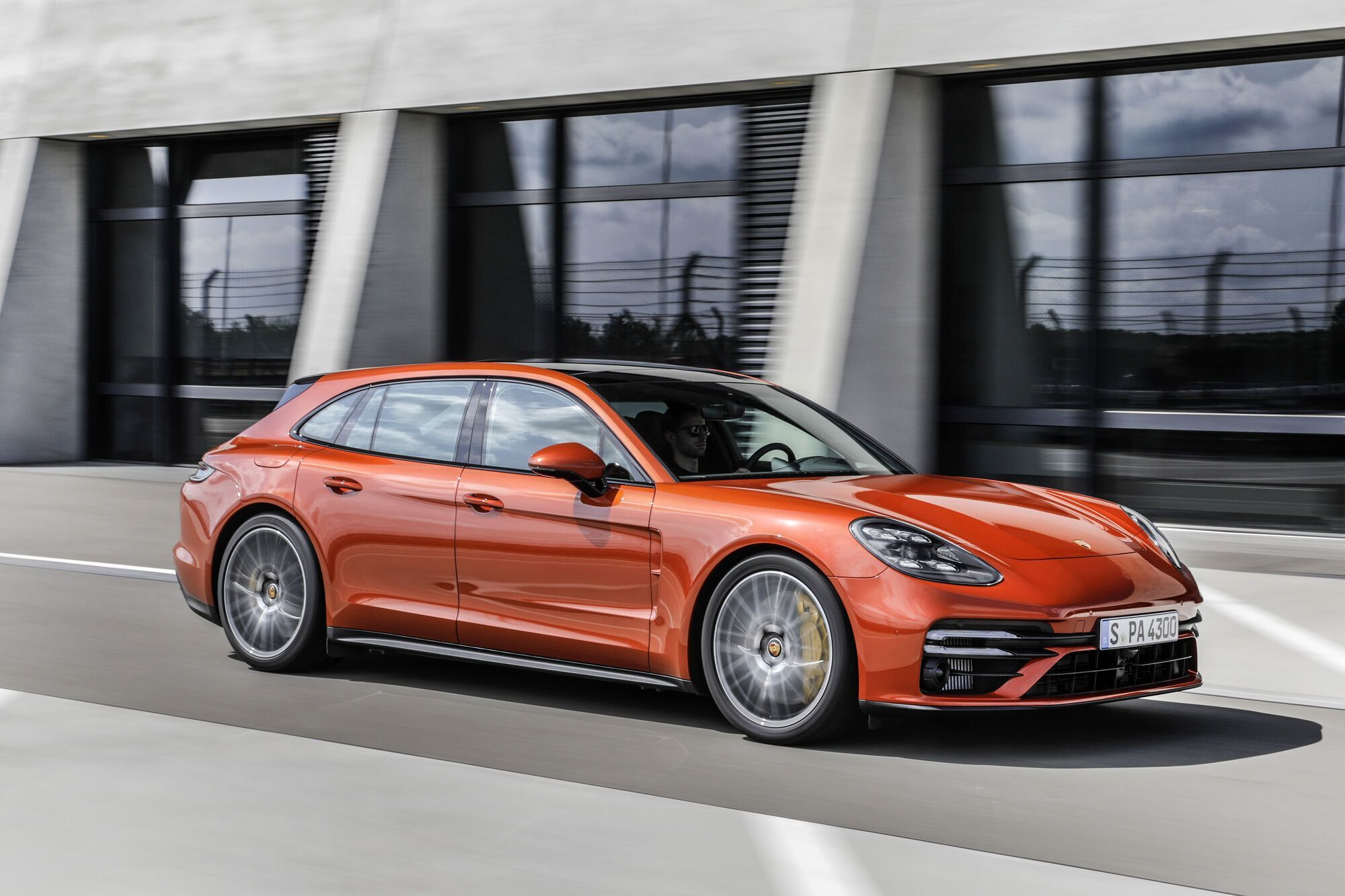 2021 Porsche Panamera Turbo S Panamera Turbo S Sport Turismo. фото: