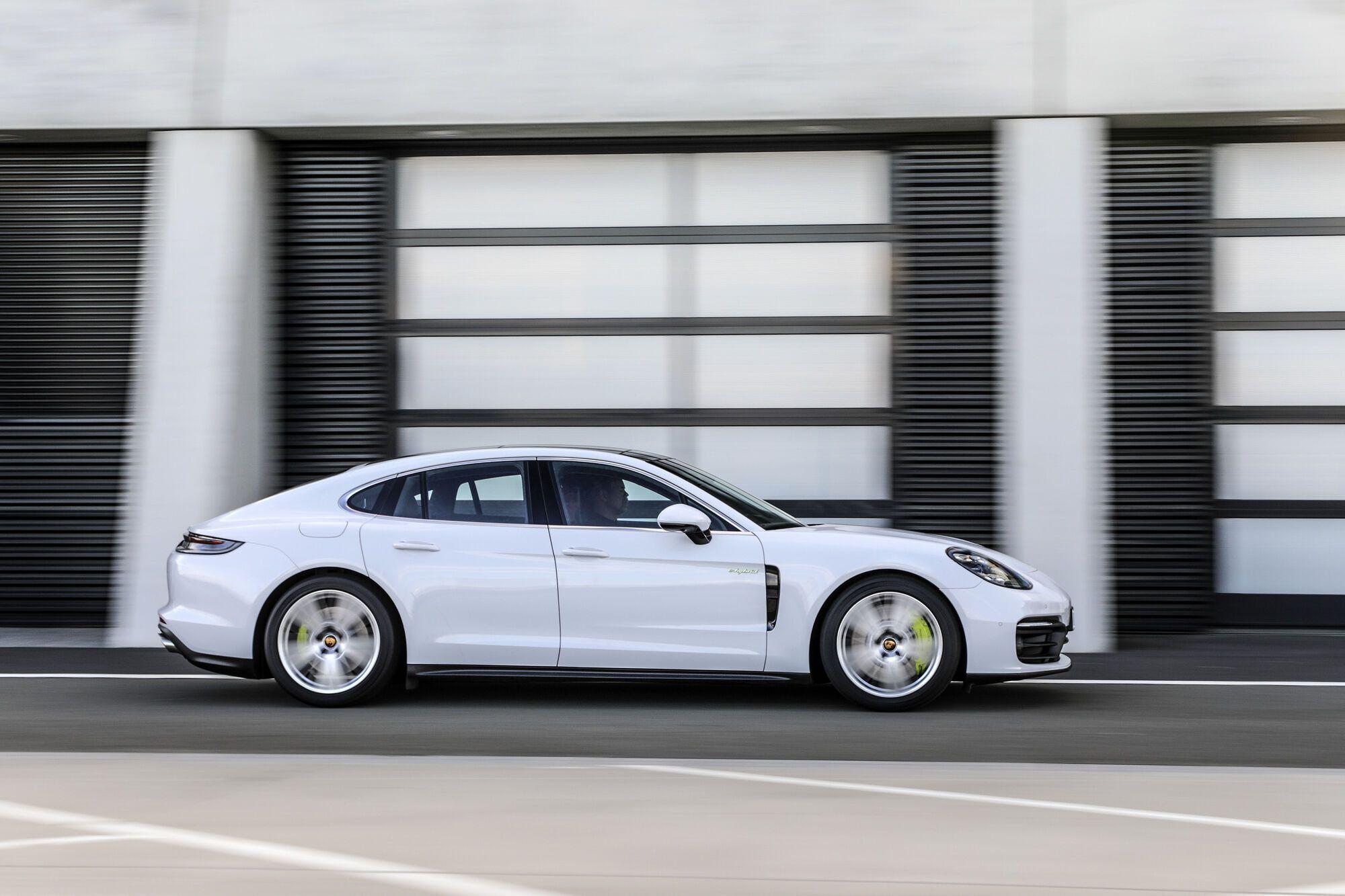 2021 Porsche Panamera 4S E-Hybrid. фото: