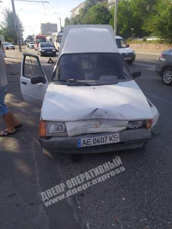 """У Дніпрі на Калиновій зіткнулися два легковики. Фото """"Дніпро оперативний"""""""