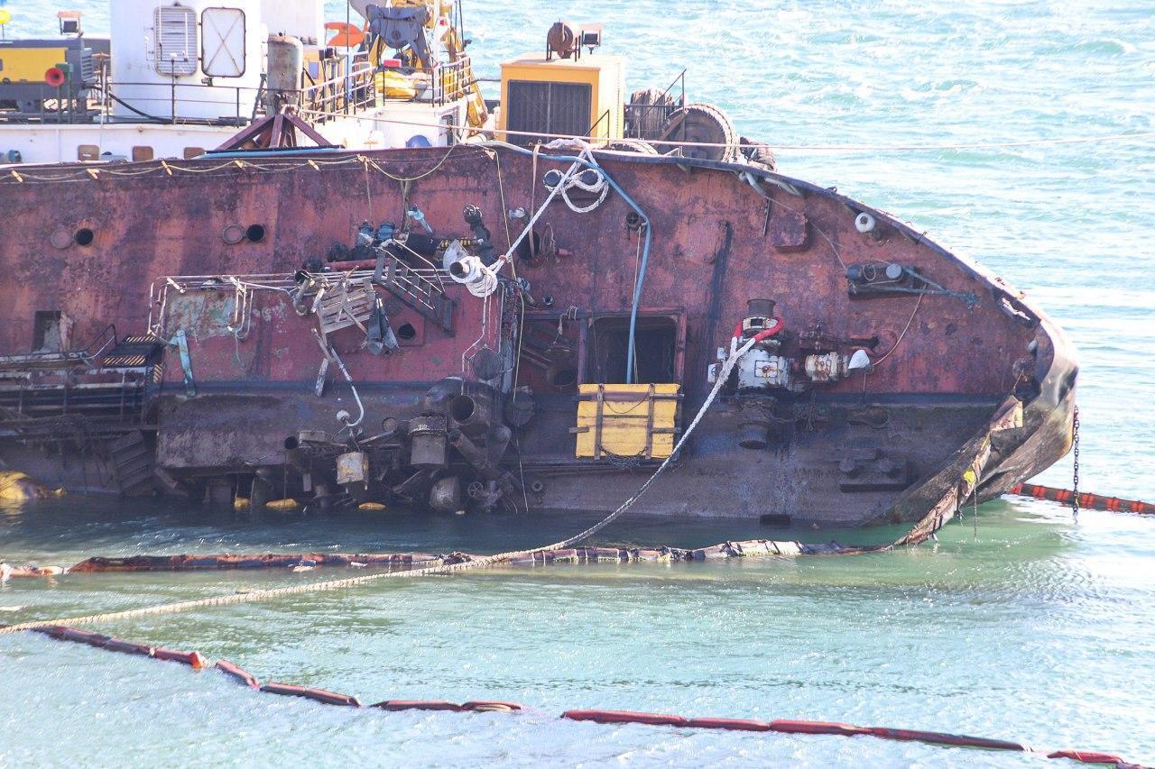 "Затонулий танкер ""Делфі"""