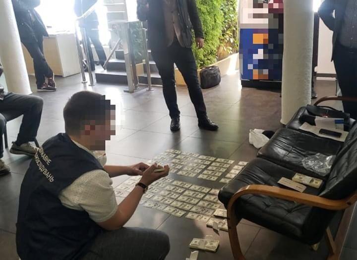 Київського прокурора затримали при отриманні хабара