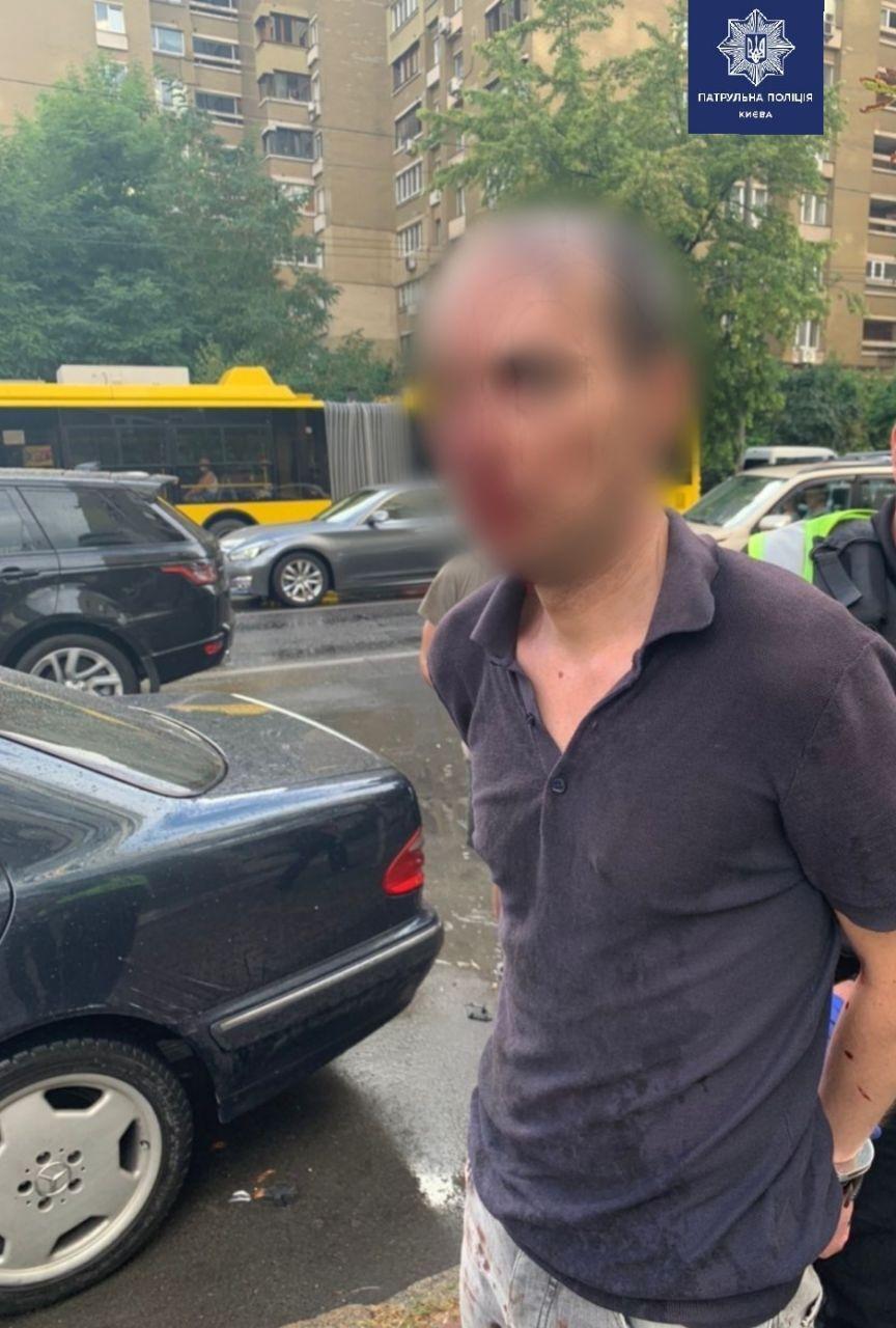 Водій, який влетів у кілька авто, мав ознаки сп'яніння