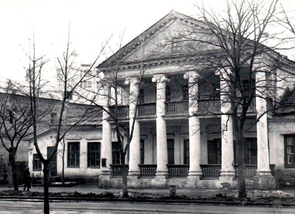 Дом на улице Московской, 40, в Киеве в 80-х годах