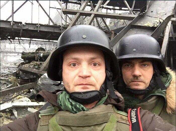 Российские псевдо-журналисты Александр Коц (слева) и Дмитрий Стешин (справа) на позициях боевиков на Донбассе