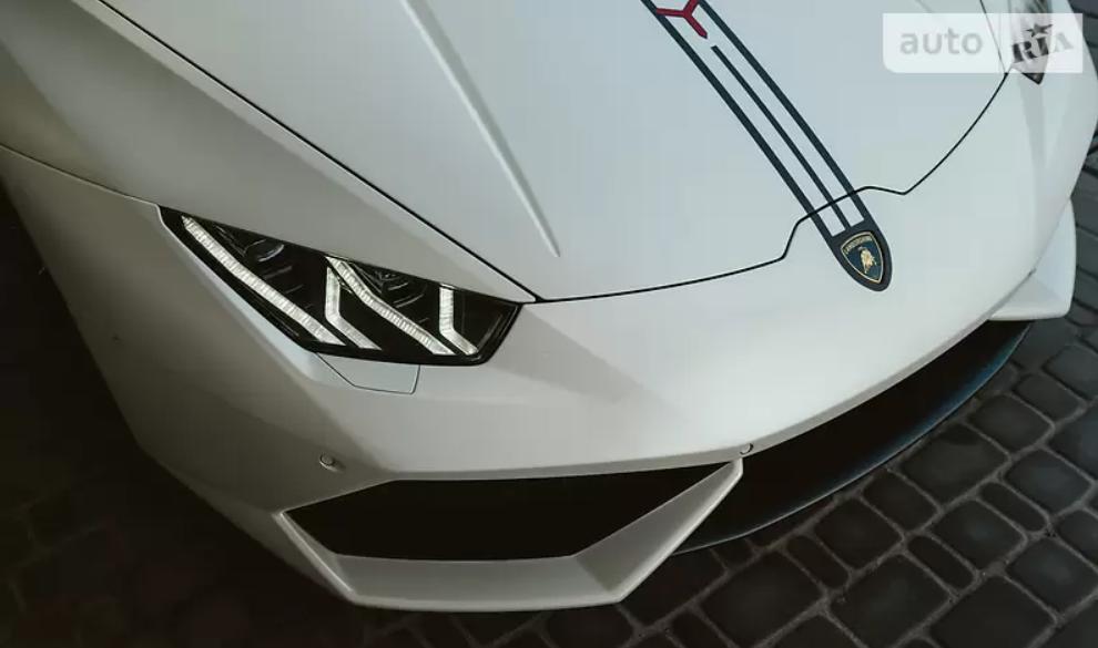 Продавець готовий зробити знижку в разі продажу Lamborghini без твін-турбо.