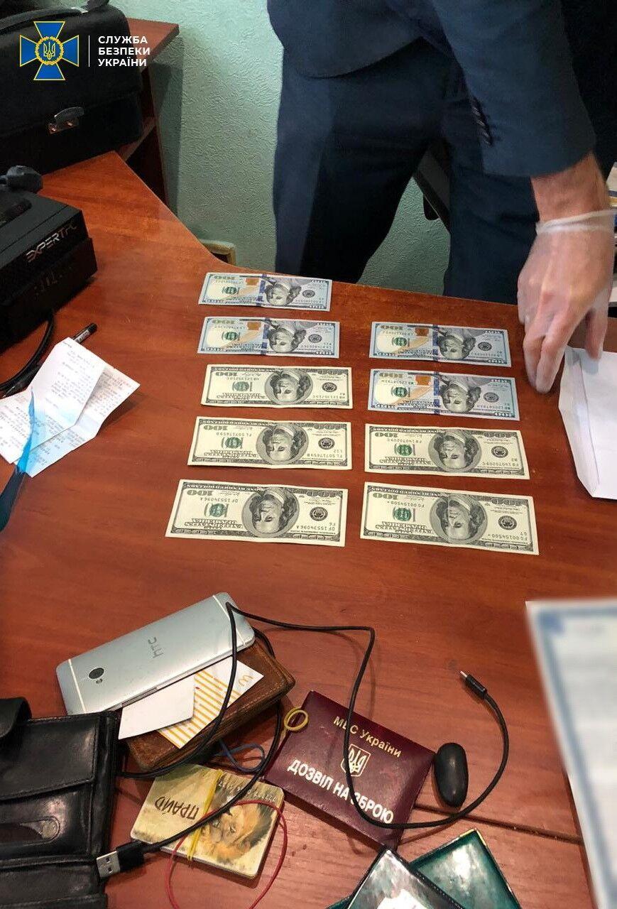 Чиновник ДСНС із двома посередниками підозрюється в отриманні $70 тисяч за видачу дозвільної документації