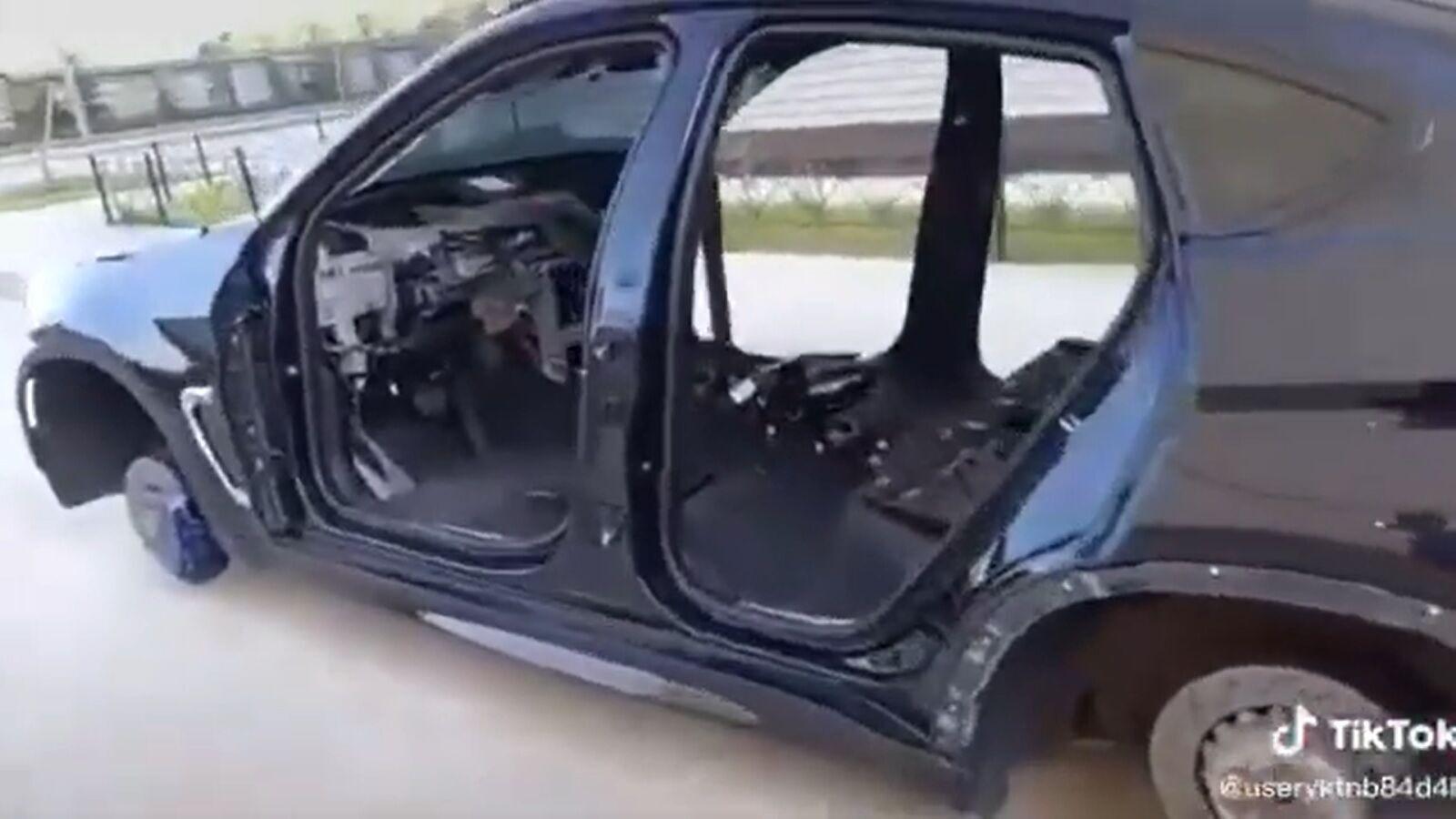 Кроссовер BMW практически полностью разобрали за одну ночь.
