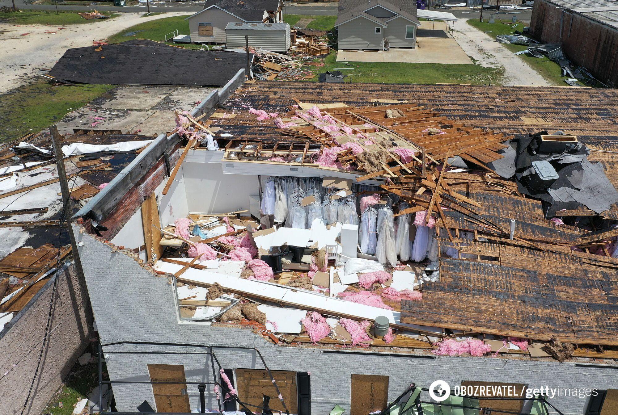 Ветер разрушил здание