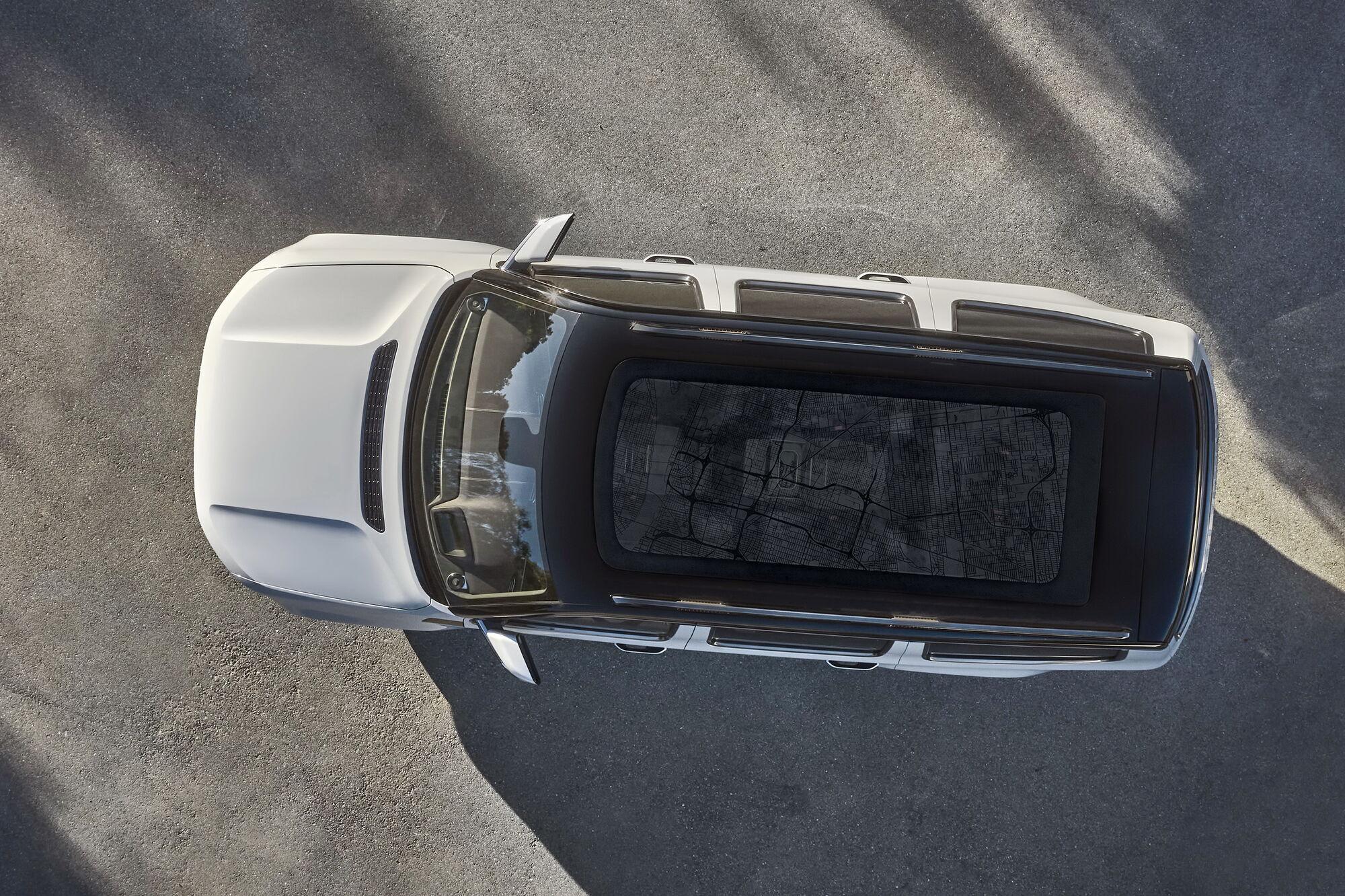 2021 Jeep Wagoneer получит большую панорамную крышу. Фото: