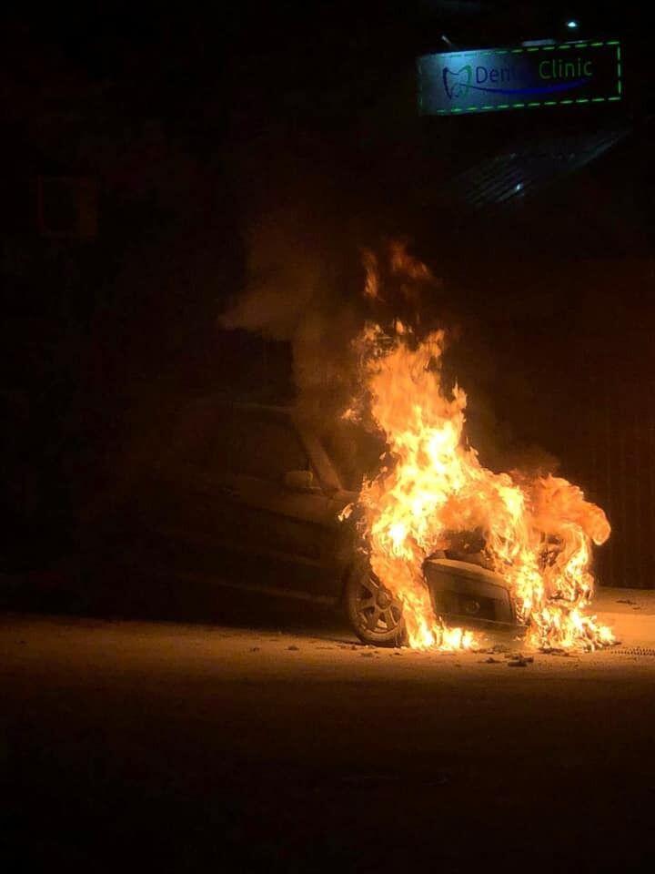 Опубликовано фото, когда машина только загорелась.