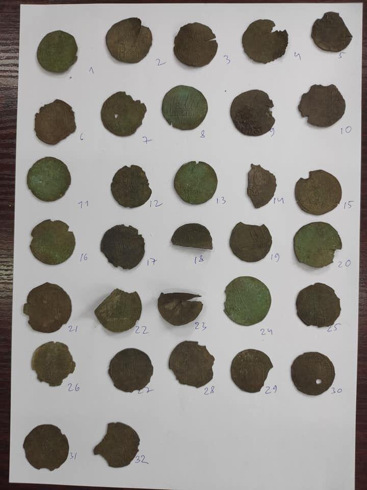 Всього у знайденому скарбі Володимира Великого 32 монети