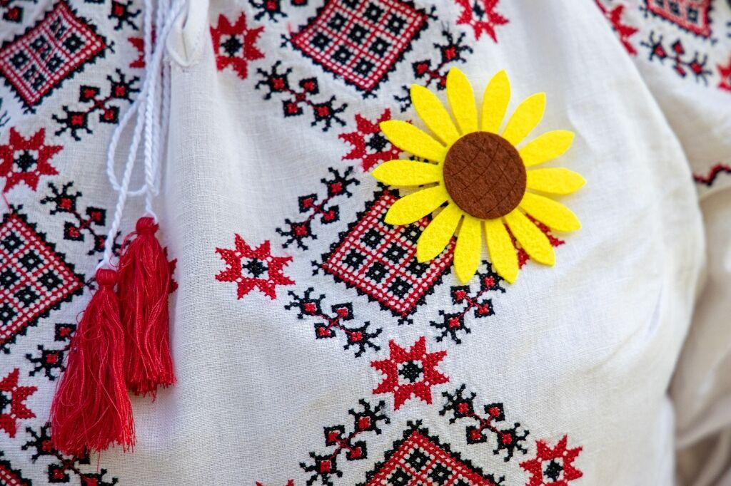Цветы подсолнуха – символ скорби по погибшим.