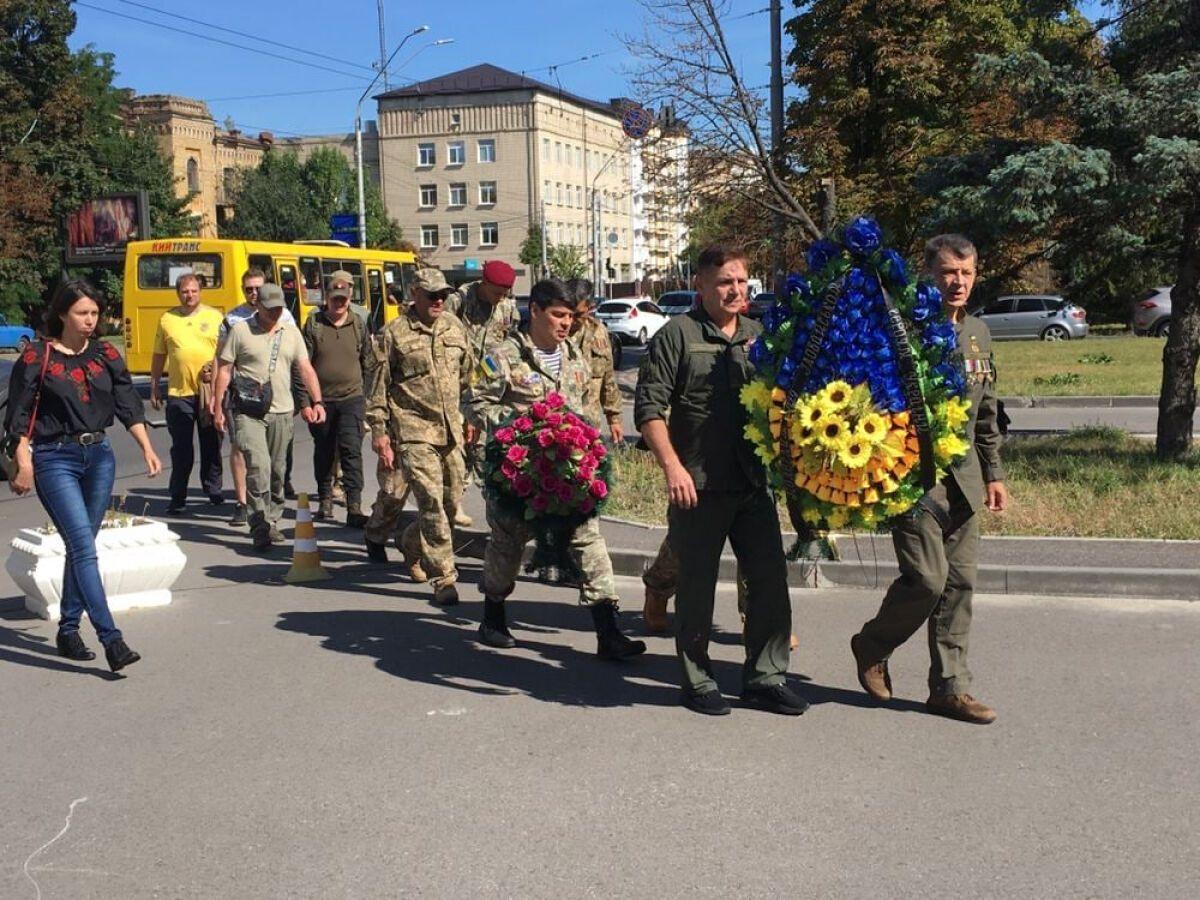 У Києві ветерани війни на Донбасі провели акцію під посольством РФ через Іловайськ.