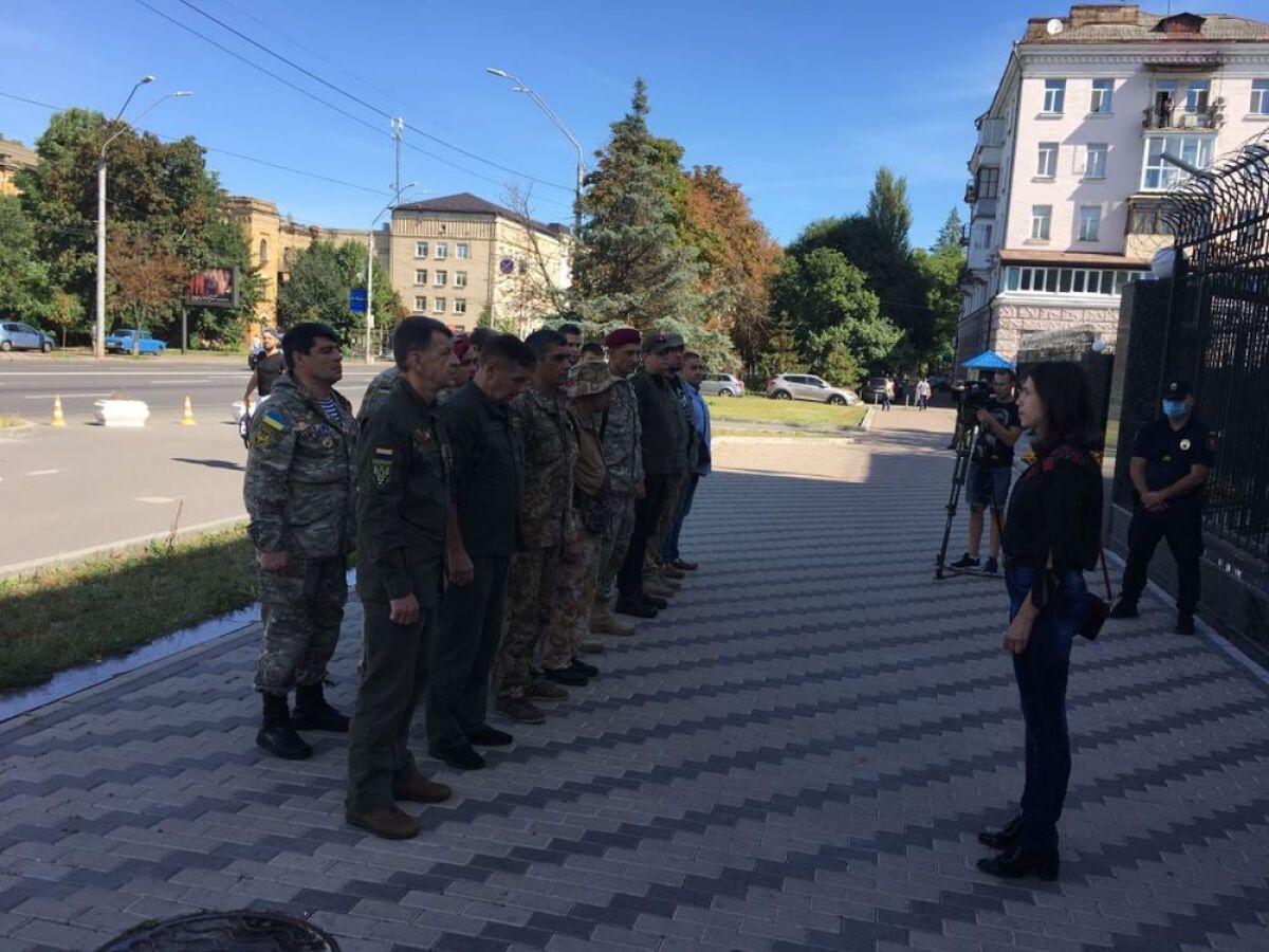 Серед учасників акції був полковник НГУ Віктор Толочко: він очолював батальйон імені Кульчицького після загибелі легендарного генерала.