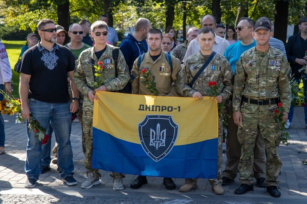 На Аллею памяти пришли ветераны боевых действий на Донбассе.