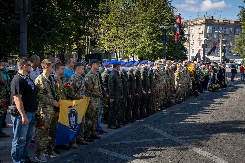 Днепряне присоединились к всеукраинской минуте молчания.