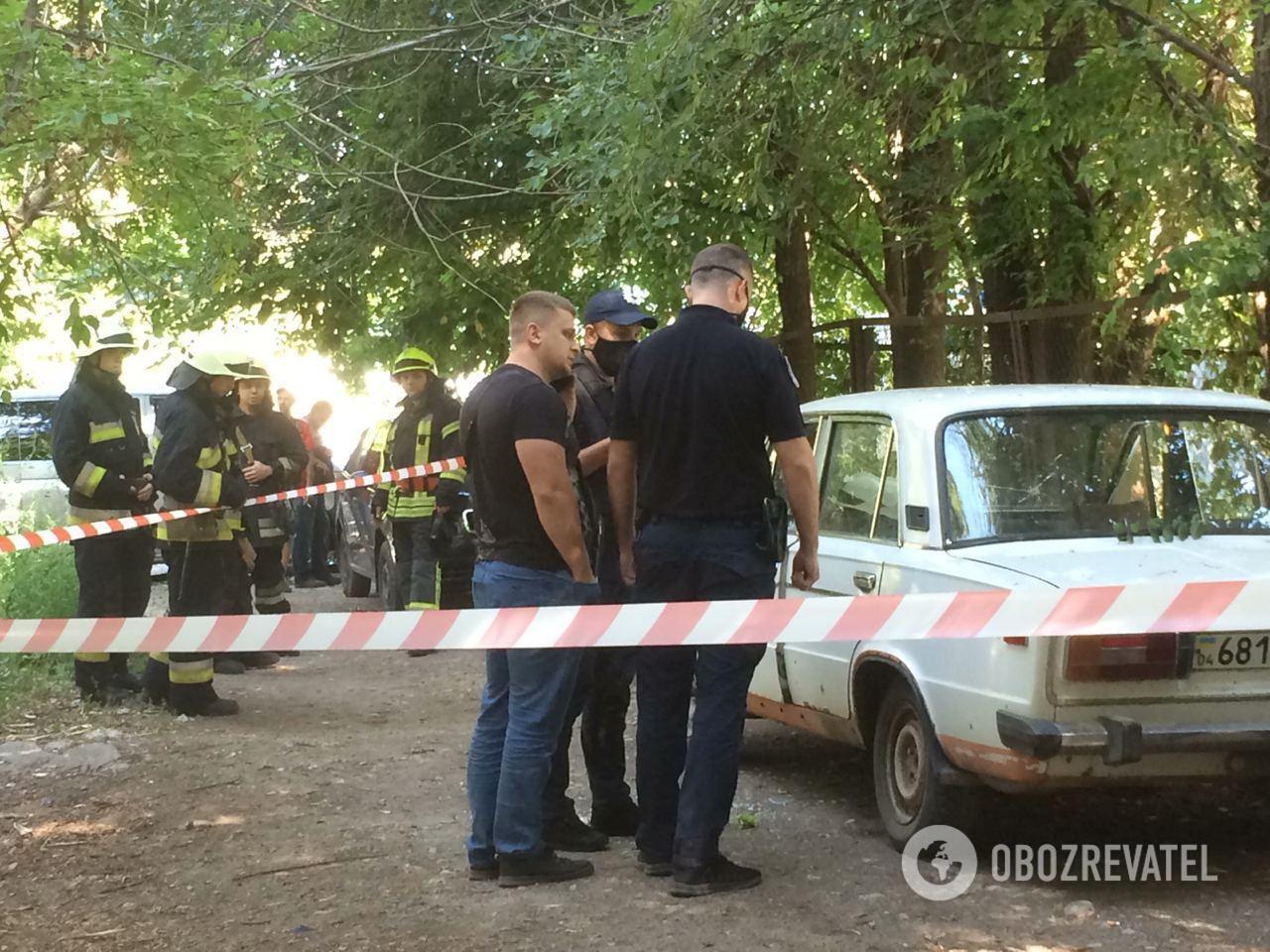 На месте происшествия работали спасатели и полиция