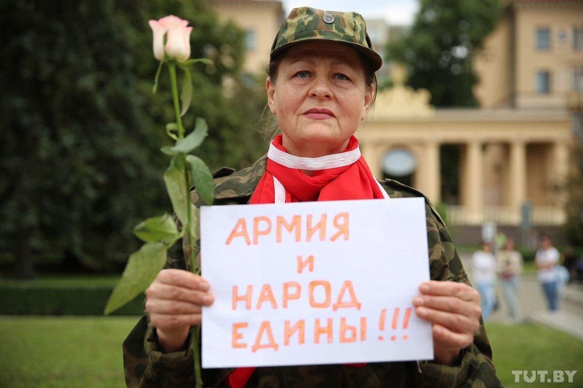 Женщины вышли на протесты против власти