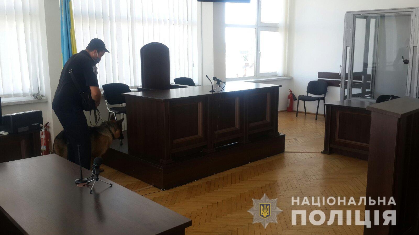 "Во Львове ""заминировали"" три суда"