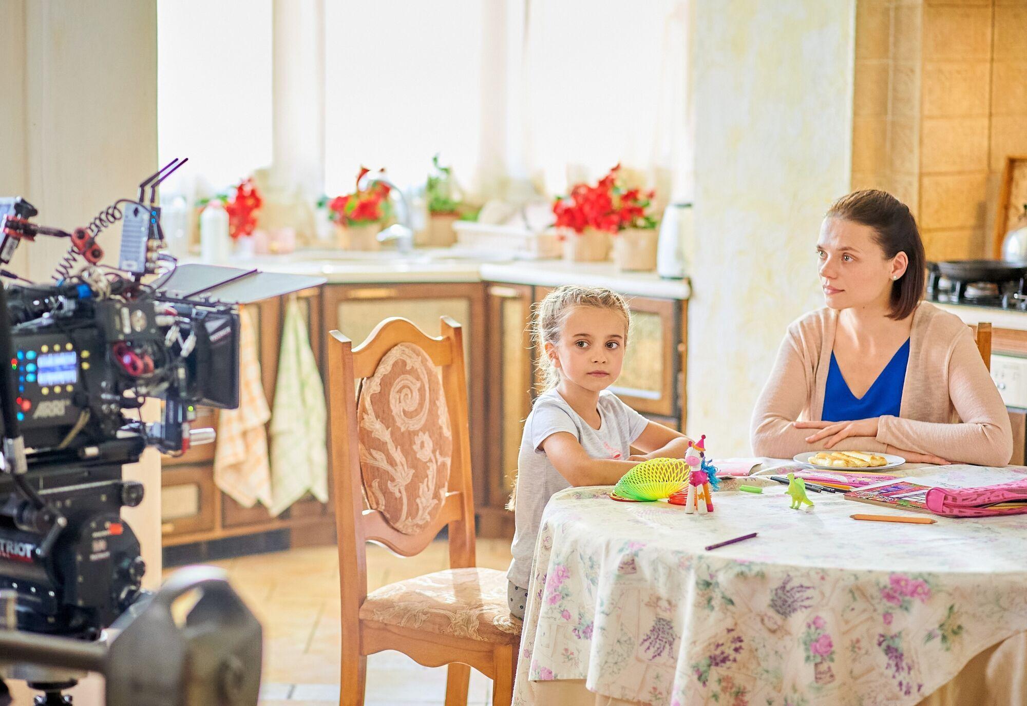 """Донька Ребрик отримала головну роль в мелодрамі """"Багато непогожих днів"""" (фото – kanalukraina.tv)"""