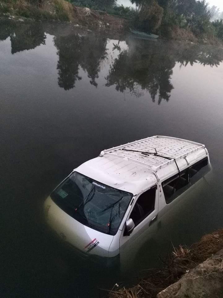 В Египте автобус упал в оросительный канал