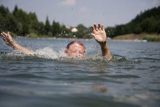 Батьки заснули на пляжі, а дитина пішла в море: Україною прокотилася хвиля трагедій на воді