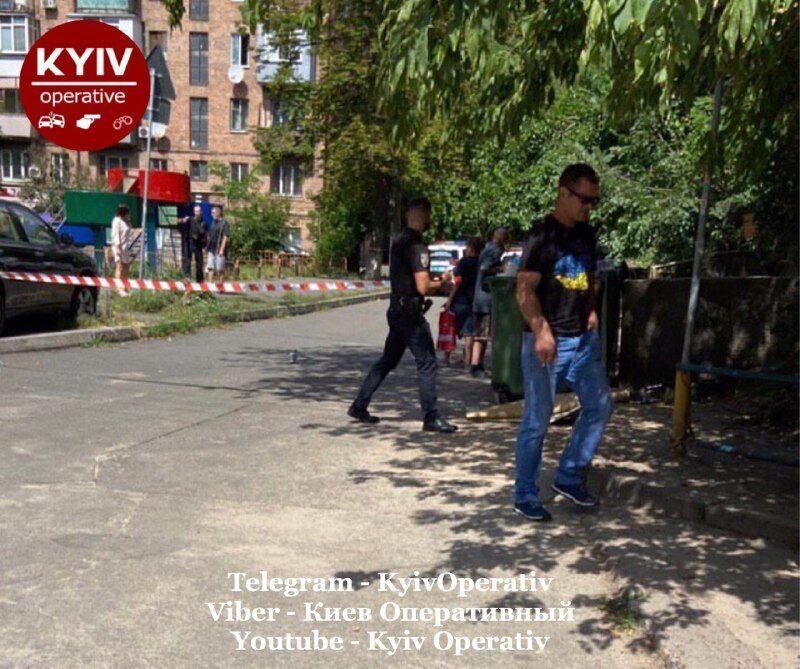 Поліція перекрила рух на вулиці Старокиївській