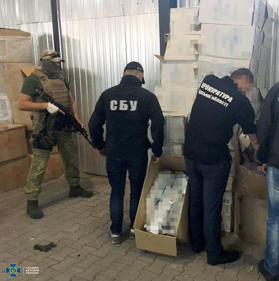 СБУ запобігла контрабанді цигарок до України