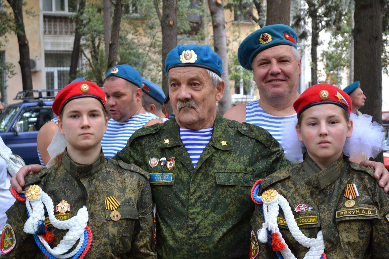 Діти позували з окупантами українського півострову
