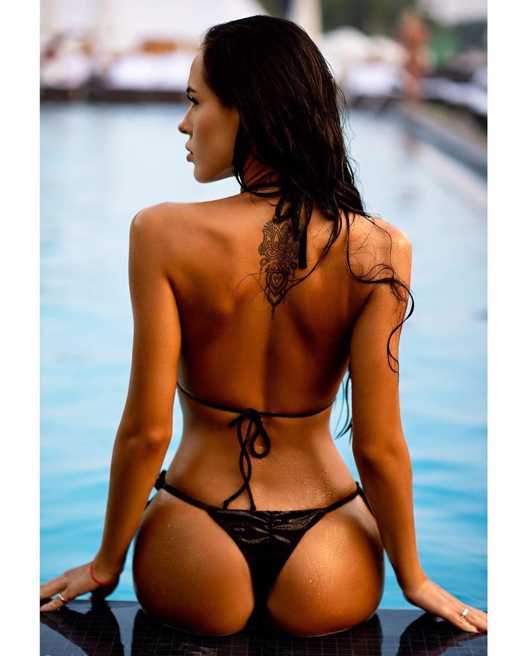 Ніна-Вільтрауд Крохмалюк знялася в гарячій фотосесії в басейні