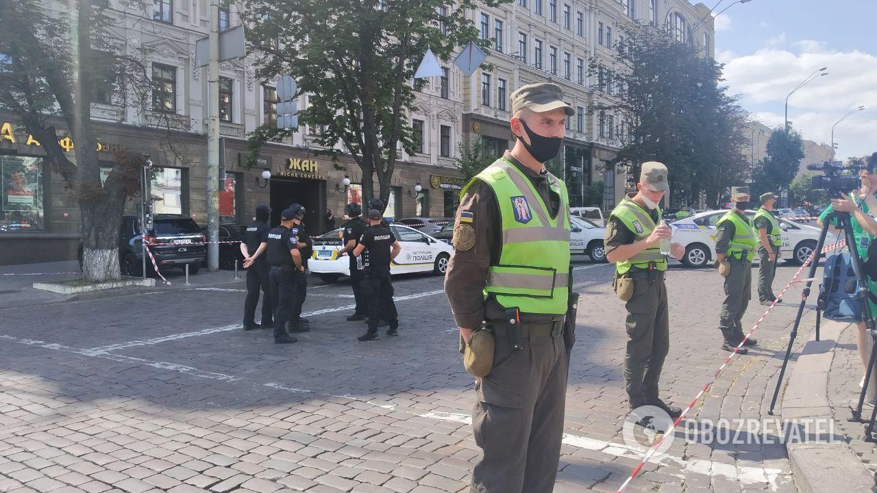 """Полиция оцепила здание БЦ """"Леонардо"""""""