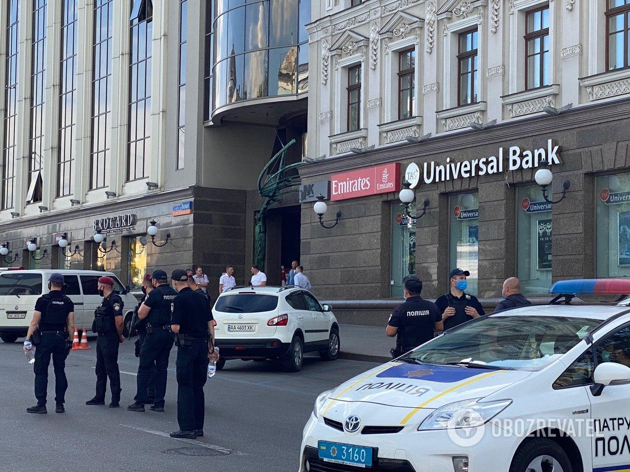 """Террорист захватил отделение Universal Bank, что в БЦ """"Леонардо"""""""