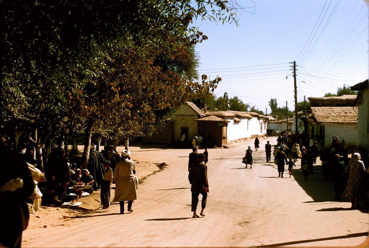 По фото ташкентских улиц сложно понять, что они сделаны в середине 20 века