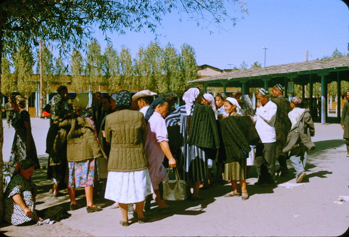 Стёганые ватники жители Ташкента носили даже в жаркую погоду
