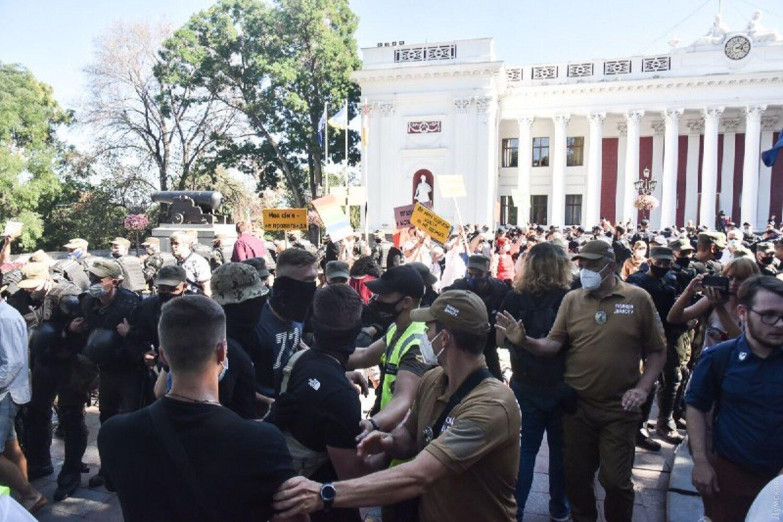 """На мероприятие пришли и активисты организации """"Традиция и порядок""""."""