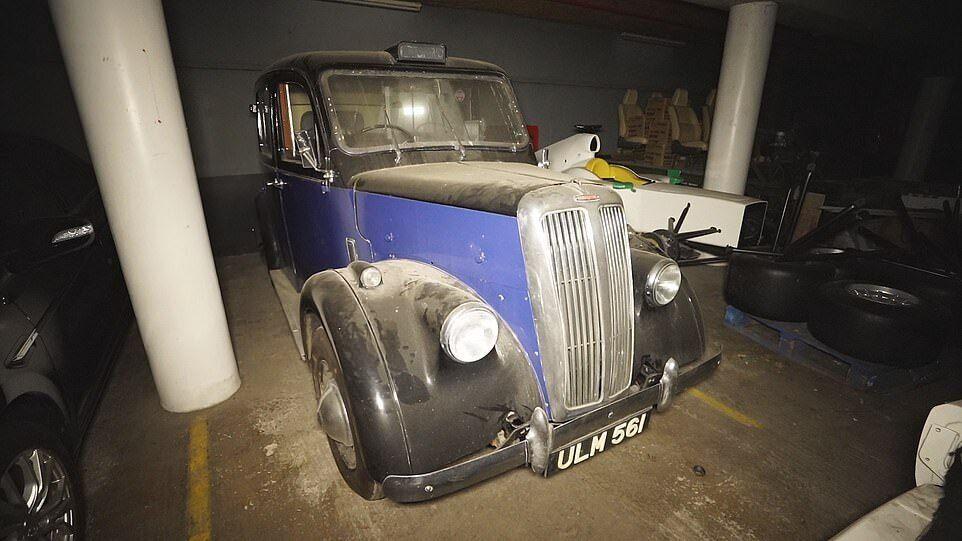 Автомобили, которые нашли на заводе Bristol.