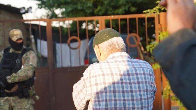 Правозахисники назвали обшуки у молодих кримських татар черговим злочином окупаційної влади Криму