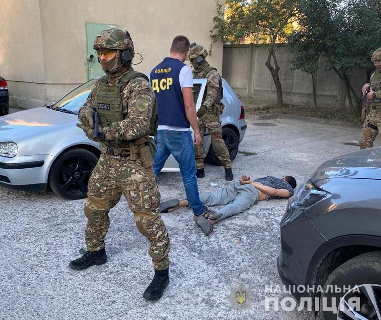 В Харькове задержали группу вымогателей.