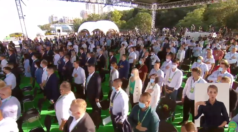 Съезд завершился исполнением национального гимна.