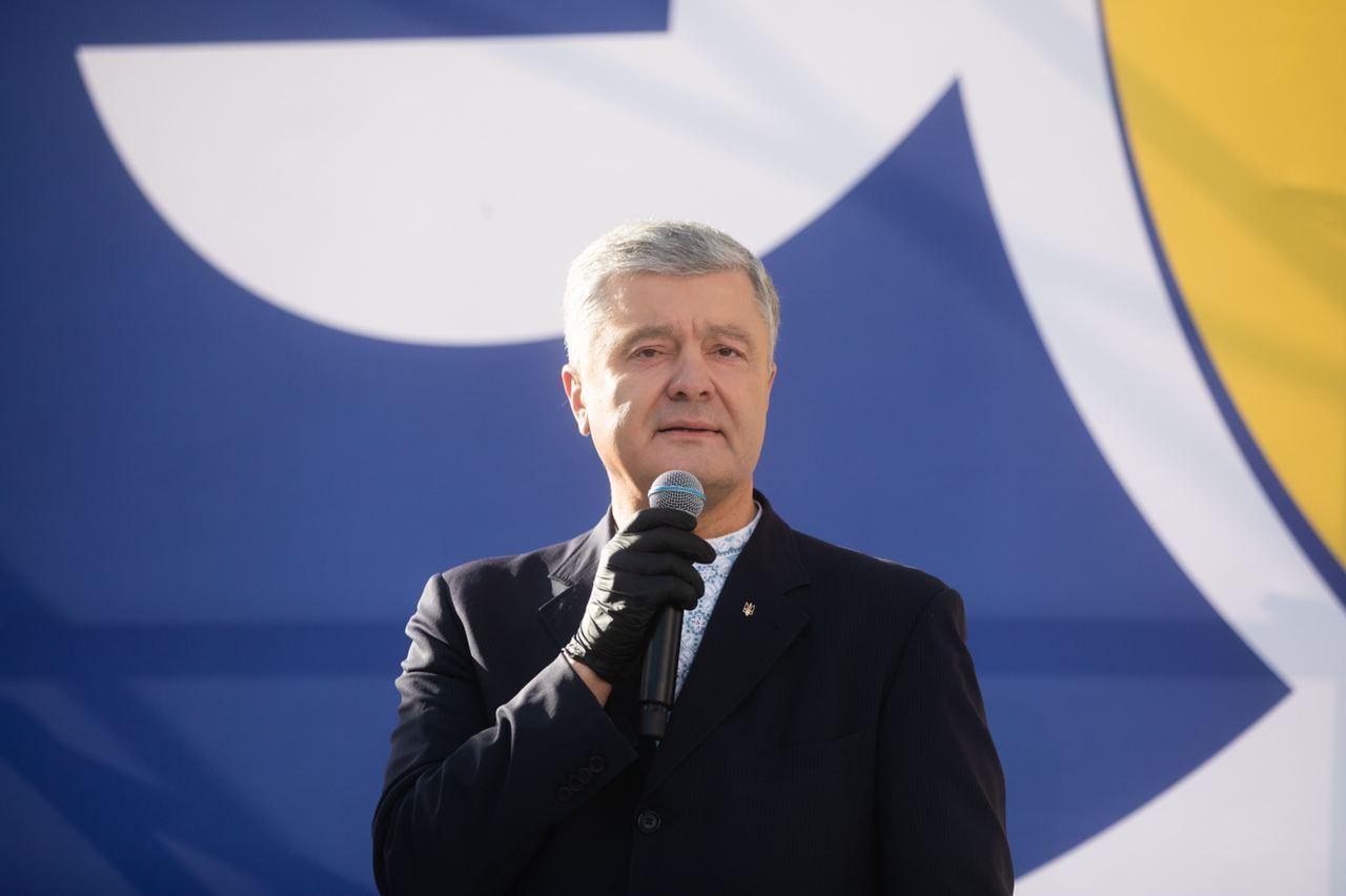 """Лидер """"ЕС"""" выступил перед участниками съезда."""