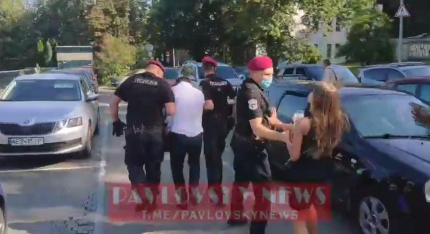 Поліція забрала затриманого