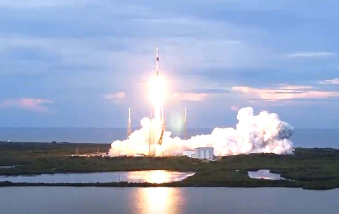 Запуск спутника в космос
