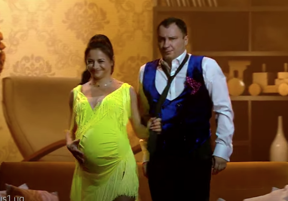 Илона Гвоздева на восьмом месяце беременности станцевала ча-ча-ча