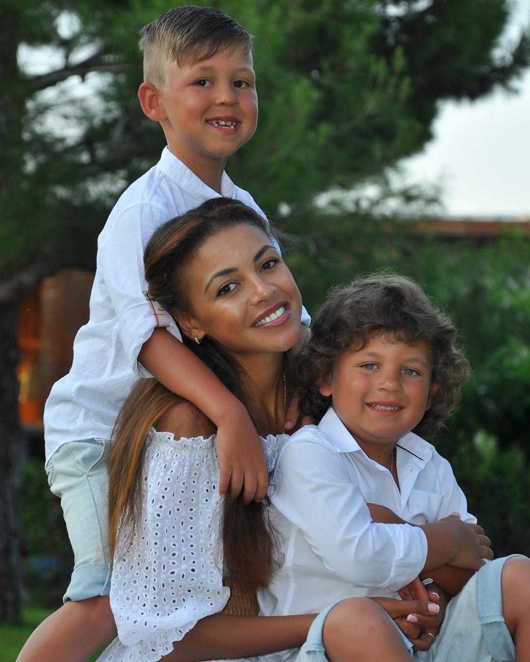 Полина Ололо с сыновьями (Instagram Полины Ололо)